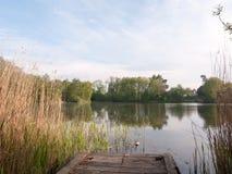 Pokojowy miejsce medytować w outside kraju na desce Zdjęcie Stock