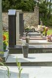 Pokojowy odpoczynek: Cmentarzy Headstones Zdjęcia Stock