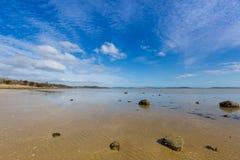 Pokojowy popołudnie przy Dunalley plażą, Frederic Henry zatoka, wschód c obrazy royalty free