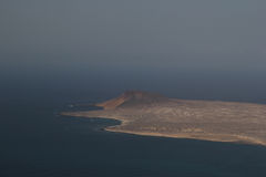 Pokojowy relaksujący krajobraz z wyspą przy morzem Zdjęcie Stock