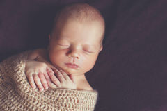 Pokojowy sen nowonarodzony dziecko fotografia stock
