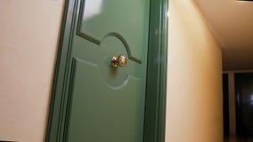 Pokoju hotelowego drzwi, zakwaterowanie czynsz podczas urlopowej podróży, gościnność biznes obrazy stock