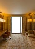 Pokoju hotelowego i pustego miejsca okno Obrazy Stock