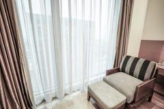 Pokoju hotelowego lub sypialni wnętrze Obrazy Stock