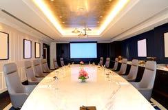 Pokoju konferencyjnego wnętrze przy luksusowym hotelem Obrazy Stock