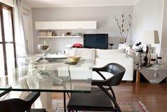 pokoju szklany wewnętrzny nowożytny stół tv Obraz Stock