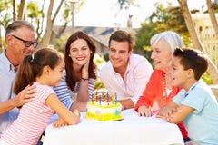 pokolenie odświętności Rodzinny urodziny W ogródzie fotografia stock