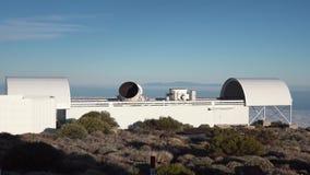 Pokrętny teleskop przy astronomiczną stacją zdjęcie wideo