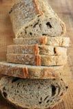 pokrajać chlebowy bochenek obraz royalty free