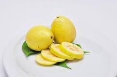 pokrajać guava talerz Zdjęcia Stock