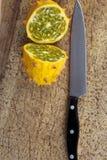 pokrajać kiwano nóż Obraz Stock