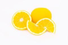 Pokrajać pomarańcze na białym tle Obraz Stock