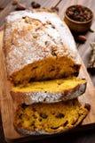 pokrajać chlebowa bania Zdjęcia Stock