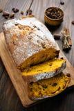 pokrajać chlebowa bania Fotografia Stock