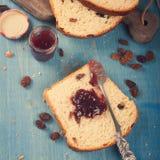 pokrajać chlebowa rodzynka Zdjęcia Stock