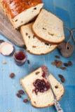pokrajać chlebowa rodzynka Obraz Stock