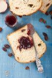 pokrajać chlebowa rodzynka Fotografia Royalty Free