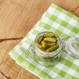 Pokrojeni korniszony przekąska Pojęcie jest zdrowym jedzeniem, vegetariani Fotografia Stock