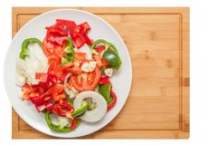 Pokrojeni warzywa na drewnianym stole Zdjęcia Stock