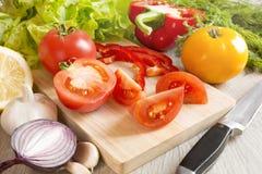 Pokrojeni warzywa na stole Zdjęcia Stock