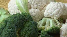 Pokrojeni ?wiezi broku?y, kalafior, warzywo zdrowa ?ywno?? zbiory wideo