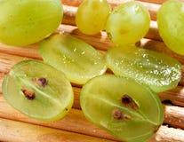 Pokrojeni zieleni winogrona Zdjęcia Royalty Free
