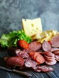 Pokrojona kiełbasa, mięsna garmażeryjna kiełbasa, składniki dla kanapek zdjęcia stock