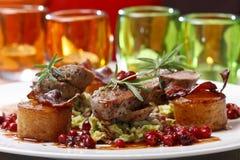 Pokrojona piec wołowina z grulami i cranberries Fotografia Royalty Free