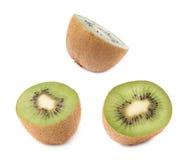 Pokrojona połówka kiwifruit odizolowywający Zdjęcia Stock