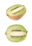 Pokrojona połówka kiwifruit odizolowywający Zdjęcie Stock