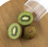 Pokrojona soczysta kiwi owoc Obrazy Stock