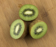 Pokrojona soczysta kiwi owoc Zdjęcie Stock