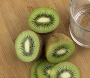 Pokrojona soczysta kiwi owoc Obrazy Royalty Free