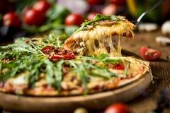 Pokrojona włoska pizza obraz stock