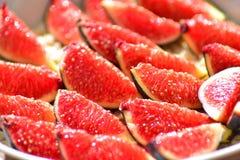 Pokrojone cukier figi na talerzu Zdjęcia Stock