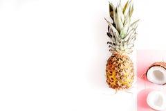 Pokrojone egzotyczne owoc na białej tło odgórnego widoku przestrzeni dla teksta Fotografia Stock