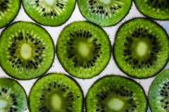 Pokrojone kiwi owoc przejrzyste Obrazy Stock