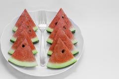 Pokrojony arbuz na talerzu, tło Zdjęcia Royalty Free