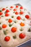 Pokrojony chlebowy Ciabatta i pomidory rozmarynowi i czereśniowi Fotografia Royalty Free