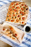 Pokrojony chlebowy Ciabatta i pomidory rozmarynowi i czereśniowi Zdjęcie Royalty Free