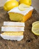 Pokrojony cytryna funta tort z białym lodowaceniem Fotografia Stock