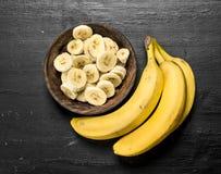 Pokrojony dojrzały banan w pucharze Fotografia Stock