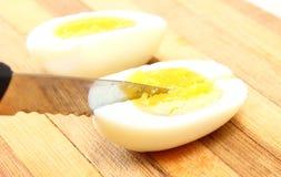 Pokrojony jajko z nożem Zdjęcie Royalty Free