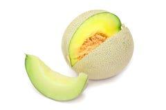 Pokrojony kantalupa melon na Białym tle obraz stock