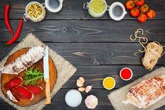 Pokrojony leczący bresaola z pikantność i sprig rozmaryny zdjęcie stock