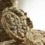 Pokrojony Oatmeal chleb na Drewnianym stole w górę obraz stock