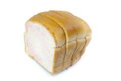 Pokrojony Pszeniczny chleb na białym tle Fotografia Stock