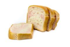 Pokrojony Pszeniczny chleb na białym tle Obraz Stock