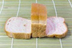 Pokrojony Pszeniczny chleb na tle Zdjęcia Royalty Free