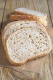 Pokrojony pszeniczny chleb z otręby zdjęcie stock